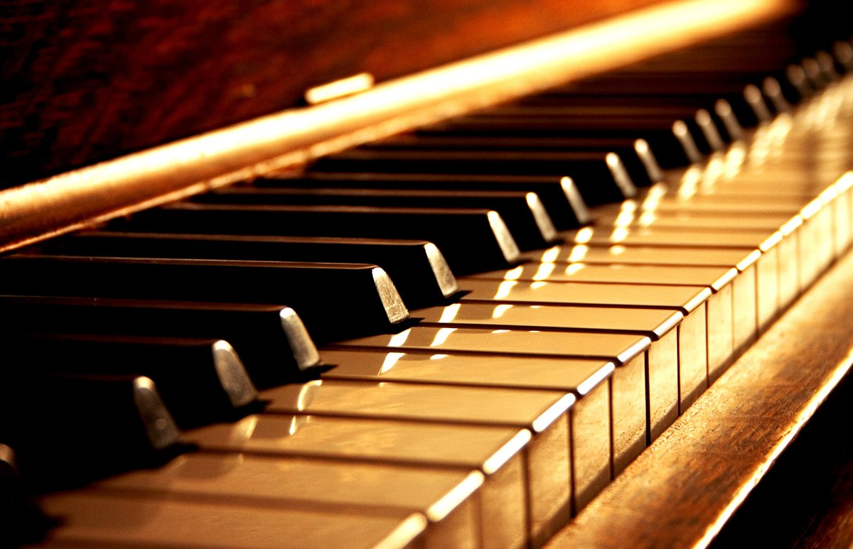 Music Lessons | Golden Piano Keys